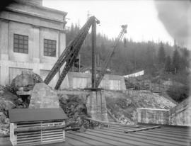 [Derrick for lifting transformers to transformer house of Buntzen Lake Power Plant number one]