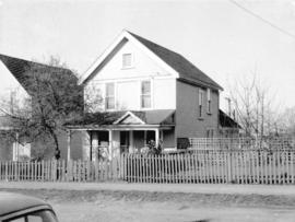 "View of ""old"" (ca 1909?) one storey house at 563 East 7th Avenue"