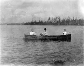 [Unidentified man and women in a rowboat off Greer's Beach in English Bay]