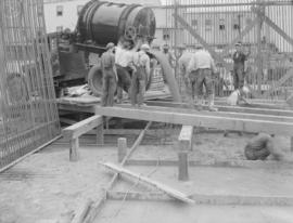 Construction of raw sugar bin: pouring concrete floor north-east corner