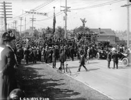 [Crowds gathered for the opening of Kingsway near Boundary Road]