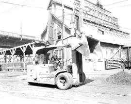[Diethers Ltd. sand, gravel, and concrete plant on Granville Island]