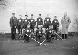 [West End Pee Wee Boys' Hockey team outside the Forum]