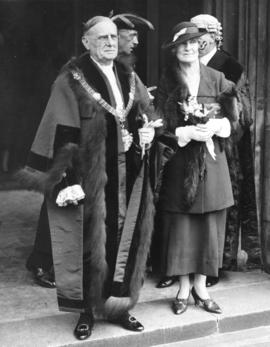 The Lord Mayor and Lady Mayoress-elect (Sir Percy and Lady Vincent) arriving at the House of Lord...